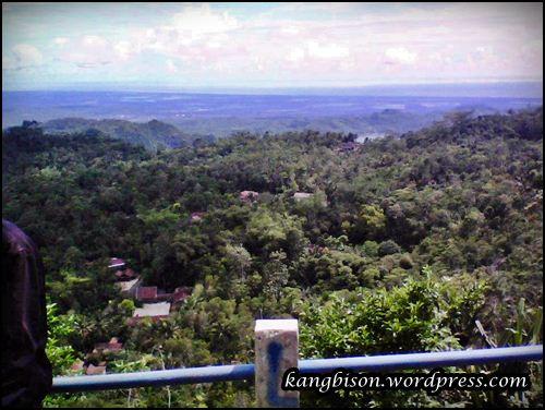 Pemandangan dari gardu pandang Goa Seplawan daerah purworejo