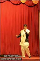 Mahasiswa Afganistan menyanyikan lagu Negaranya di UNS Cultural Night 2012