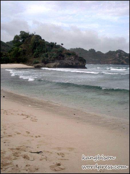 pasir di pantai Srau Pacitan