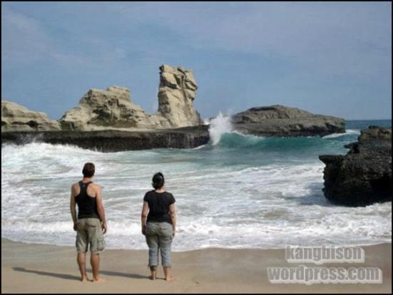 wisatawan mancanegara di pantai klayar pacitan