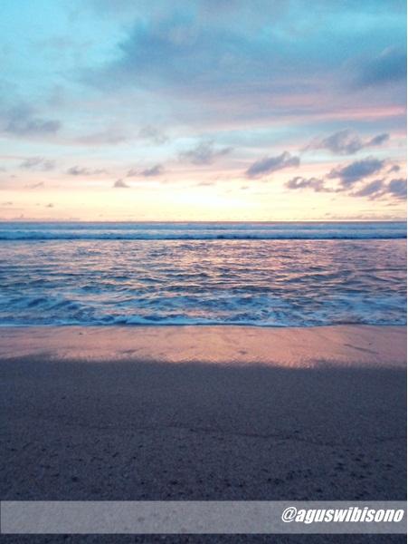 [Image: sunset-yang-indah-di-pantai-pok-tunggal-jogjakarta.jpg]